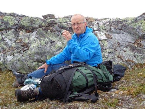 OMKOM: Olav Arnt Larssen omkom i en trafikkulykke i august i år. Nå står en hel dugnadsgjeng bestående av venner og kjente på for å fullføre prosjektet han startet. Foto: Privat