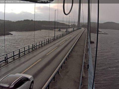 E39 over Stordabrua mellom Stord og Føyno torsdag morgen.