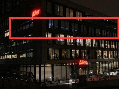 SMITTEFRYKT: Lysene var slukket i fjerde etasje i det store Aller-bygget denne helgen. Det er der Se og Hørs redaksjon har tilhold. Foto: Henrik B. Meidell