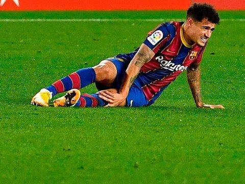MER DÅRLIG NYTT: Philippe Coutinho måtte gi seg med en kneskade på tampen av tirsdagens La Liga-kamp mot Eibar.