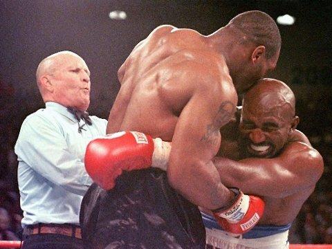 NYTT MØTE: Mike Tyson ble diskvalifisert forrige gang han møtte Evander Holyfield i ringen.