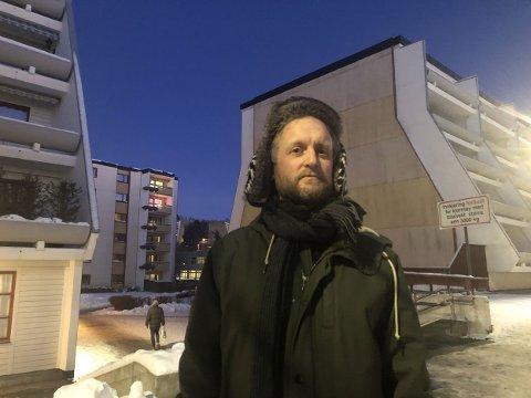I boka «Getto», skriver Øyvind Holen blant annet om oppveksten i Groruddalen. Kriminaliteten var der den gang også, men da snakket man gjerne om «drabantbyproblemer». I dag mener han at disse problemene brukes som ammunisjon i en innvandringsdebatt.
