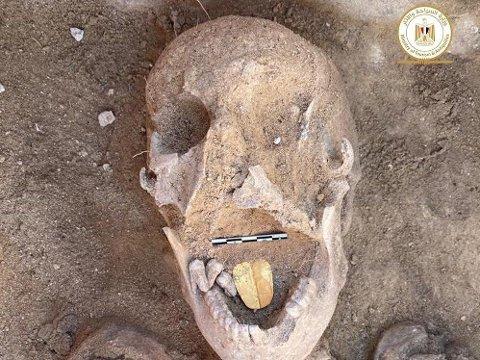 GULLTUNGE: Arkeologer har funnet en 2.000 år gammel mumie med en gulltunge.