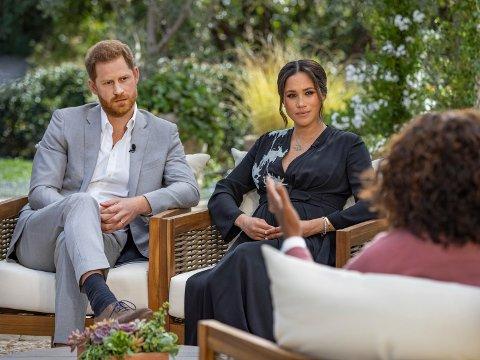 Det mye omtalte intervjuet med hertugen og hertuginnen av Sussex ble sendt på TV-kanalen CBS søndag kveld amerikansk tid. Foto: Joe Pugliese / Harpo Productions via AP / NTB