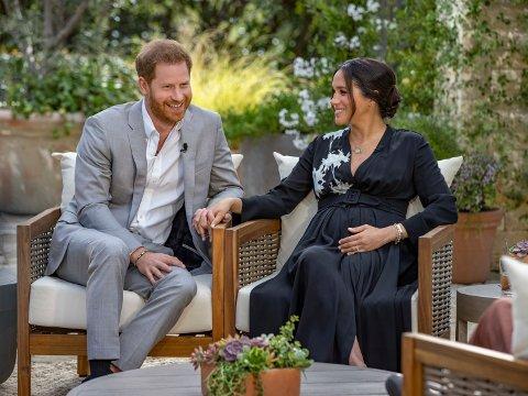 Meghan Markle og prins Harry avslører i et intervju med Oprah Winfrey at de venter en datter. Foto: Joe Pugliese / Harpo Productions via AP / NTB