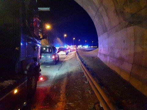 To personer omkom og tre er skadd i en møteulykke på E6 ved Alta tirsdag kveld. Foto: Dennis Bjerring, Altaposten / NTB