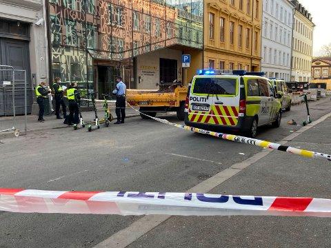 STUKKET: En mann ble knivstukket i Osterhaus' gate i Hausmannsområdet sentralt i Oslo søndag morgen.