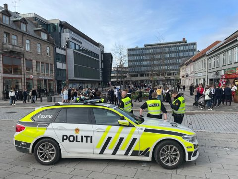 STORT OPPBUD: Politiet var på plass med flere patruljer på nasjonaldagen for å håndtere store folkemasser.