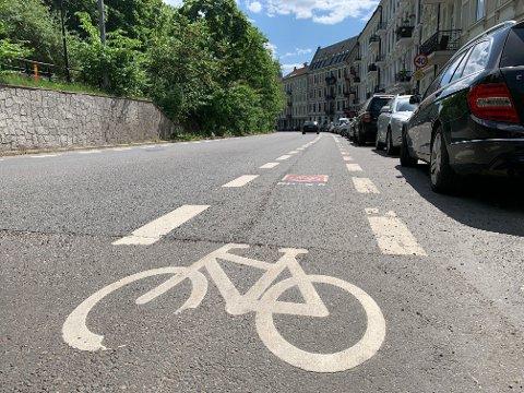 SYKKELPLANER: Dersom flertallet av politikerne i Oslo bystyre stemmer ja til planene, blir det nye sykkelfelt, bredere fortau og fjerning av alle parkeringsplassene her i Ullevålsveien i Oslo sentrum.