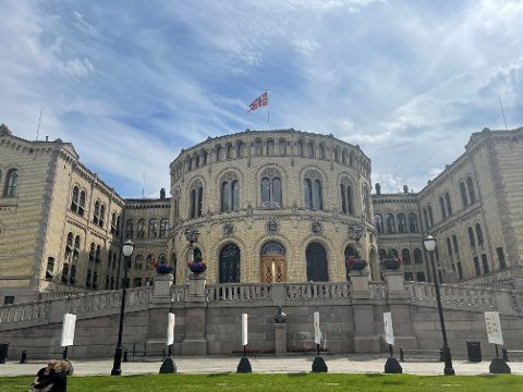 Stortinget går straks over i sommermodus. Hvilke 169 representanter som får adgangskort til høsten, avgjøres ved valget 13. september. Det kan bli storeslem for venstresiden.