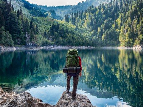 En tur i skog og mark gjør godt. Mangler du utstyr, bør du ta en titt på Milrabs store sommersalg.