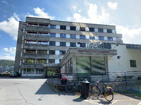 OVER OG UT: Beskjeden om nedleggelse av Ammerudhjemmet på Oslos østkant, med totalt 90 sykehjemsplasser, kom som lyn fra klar himmel for Kirkens Bymisjon som har drevet stedet i 50 år. Nå reagerer flere partier.