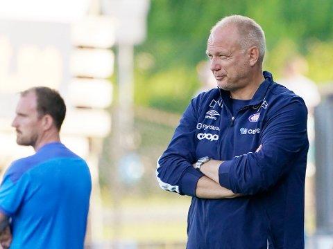 VIF og trener Dag-Eilev Fagermo besøker Strømsgodset på bortebane søndag kveld.