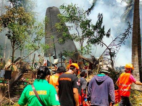 52 personer omkom i flystyrten på Filippinene søndag, ifølge landets luftforsvar. Foto: AP / NTB