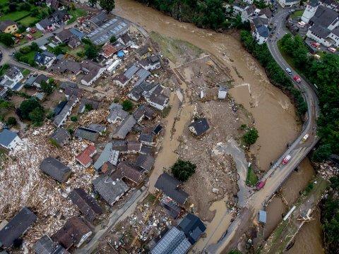 STORE ØDELEGGELSER: Flere hus i Schuld ble tatt av vannmassene da elva Ahr gikk over sine bredder.