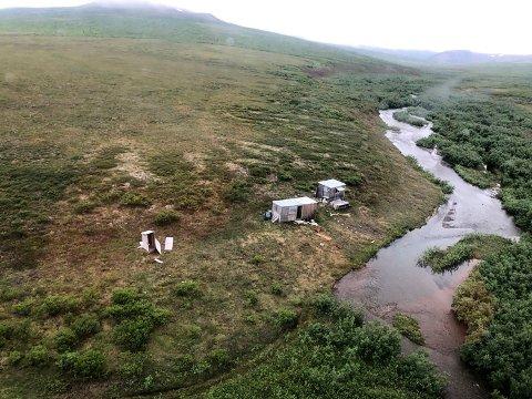 Det var her, ved en avsidesliggende gruveleir nær Nome i Alaska at et helikopter fra kystvakten reddet en desperat mann.