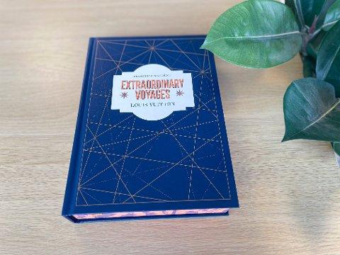 Louis Vuitton-boken er en luksuriøs bok som tar seg like bra ut på stuebordet så vel som i bokhyllen.