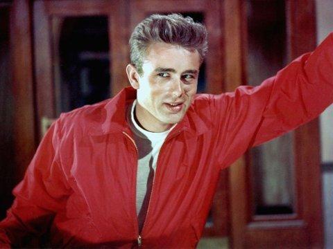 MOTEIKON: Vi lar oss inspirere og kler oss etter noen av verdens mest kjente filmer. Her er James Dean i 'Rebel Without A Cause' i 1955.