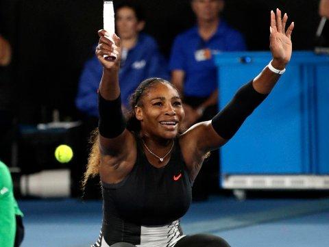 23. GRAND SLAM-TITTEL: Serena Williams beseiret storesøster Venus for 18. gang i karrieren, og 14 år etter forrige Australian Open-finale mellom de to.