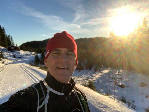 STØRE PÅ SKI: - Jula betyr ski, her er jeg i Nordmarka, i år blir det på fjellet, forteller Ap-leder Jonas Gahr Støre. Foto: Privat
