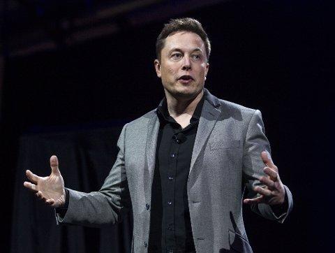 AUTOMATISERING: Tesla-eier Elon Musk tror vi vil ende opp med universell borgerlønn som følge av automatiseringen.