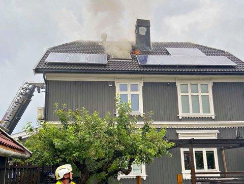 BRANN:Brannvesenet i Vestfold har søndag morgen rykket ut til flere branner og brannalarmer. Lynnedslag er trolig årsak til brannene. Foto: Vestfold Interkommunale Brannvesen / NTB scanpix