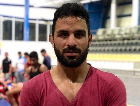 DØDSDOMMER: Den 27-årige fribrytermesterenNavid Afkari har nylig fått to dødsdommer for å ha deltatt i fredelige protester for bedre økonomiske forhold i Iran i 2018.Bildet er hentet fra Twitter.