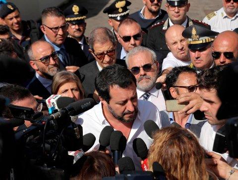 REGJERINGSSJEF: Matteo Salvini leder Italias nye høyrepopulistiske regjering. Her ankommer han havnebyhen Pozzallo på Sicilia, der mange av bergingsskipene som opererer i Middelhavet kommer til land med migranter.