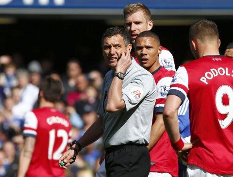 TABBE: Andre Marriner viste ut feil mann i møtet mellom Chelsea og Arsenal.