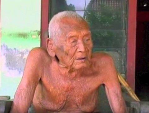 145 ÅR skal være alderen til den indonesiske mannen.