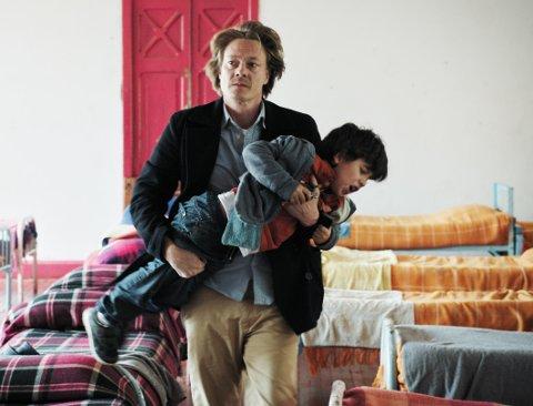 GNISTRENDE SAMSPILL: Hatet mellom far og sønn er til tider så ubehagelig at vi har lyst til å vende oss bort.