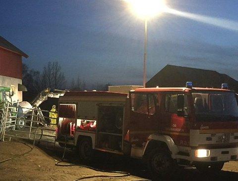 Det var på en gård med storfebesetning i Os i Østerdalen , like sørvest for Røros, at ulykken skjedde.