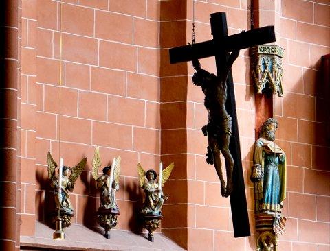 Det er stadig flere som blir medlemmer av norske trossamfunn - mens Den norske kirke opplever fortsatt nedgang.
