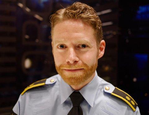 ADVARER: Politioverbetjent Morten Drægni ved Vinningsgruppen ved Sentrum politistasjon i Oslo gir tips om hvordan du skal beskytte kortet ditt mot lommsurfing.