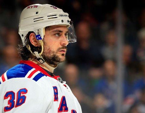KLAR FOR JAKT: Mats Zuccarello og hans New York Rangers spiller mot Chicago Blackhawks når NHL starter sesongen 2015/16 natt til torsdag, norsk tid.