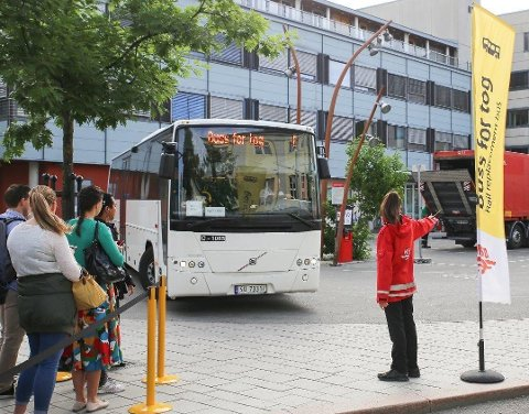 Buss for tog fra Drammen stasjon mandag morgen.