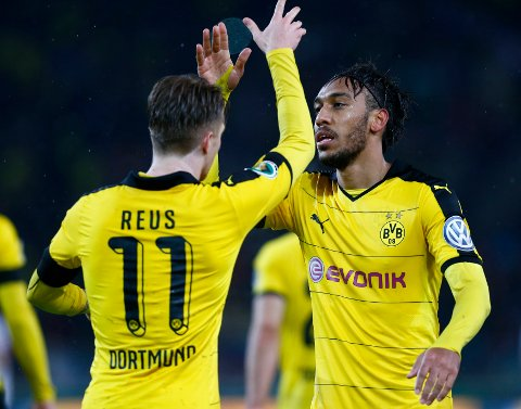 MANCHESTER: Pierre-Emerick Aubameyang (t.h.) kobles med Manchester United.