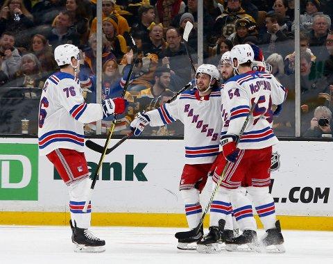 VANT KLART: Mats Zuccarello (i midten) og New York Rangers nedkjempet Buffal Sabres på bortebane. Her fra en tidligere kamp.