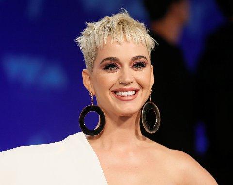 Dersom Katy Perry vil gi seg som sanger, kan hun alltid starte karrieren som fotballspiller.