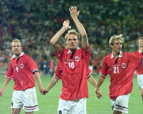 NORGE: Kjetil Rekdal og lagkompisene etter bragden mot Brasil i 1998.