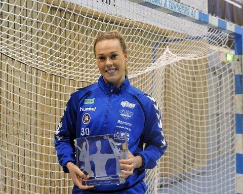 Frida Nåmo Rønning fikk søndag prisen årets unge håndballspiller 2013/14.