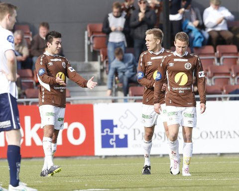 FRA KANT TIL BACK: Mads Hansen (midten) med målscorer Sanel Kapidzic (venstre) og Mads Gundersen (foran).