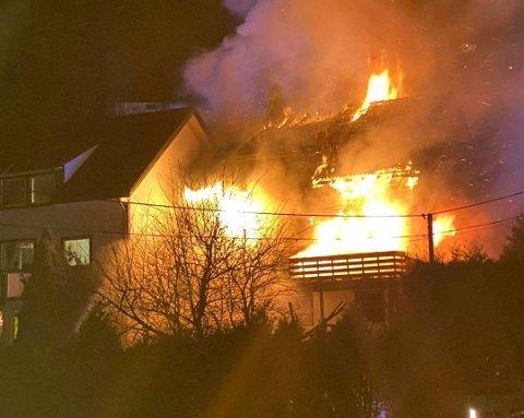 På det meste var 24 personer evakuert i Fyllingsdalen natt til 1. nyttårsdag. Flere av personene i nabolaget kunne flytte hjem igjen i løpet av natten.
