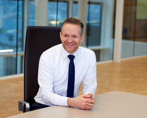 DELER UT RUNDHÅNDET: Jan Erik Kjerpeseth i Sparebanken Vest er klar til å dele ut flere hundre millioner i kundeutbytte.