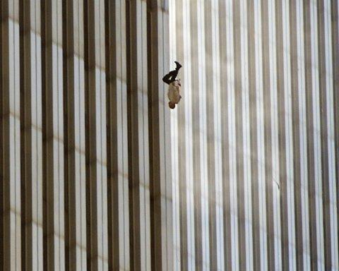 IKONISK BILDE: Et utsnitt av det verdenskjente bildet «The Falling Man».