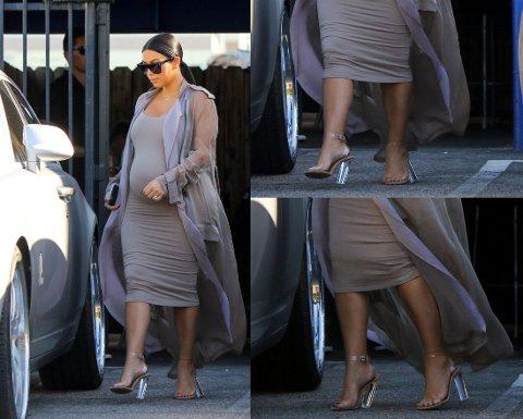 TRØBBEL: Kim Kardashian har tydelige problemer med hælene. Foto: Getty Images