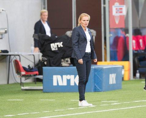 Sarina Wiegman fikk sin tredje strake seier som Englands landslagssjef, takket være vellykkede bytter og et lynraskt hattrick av Beth Mead. Foto: Terje Pedersen / NTB