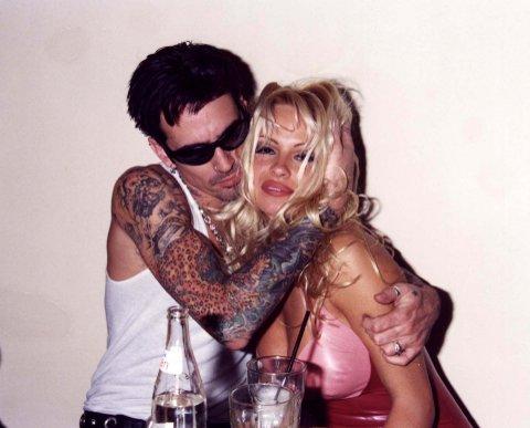 PIONERER: Rockestjernen Tommy Lee og Pamela Anderson ble historiens heiteste par da deres sexvideo ble tilgjengelig på markedet. De er i dag skilt.