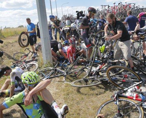 MASSEVELT: Stygge scener i Tour de France.
