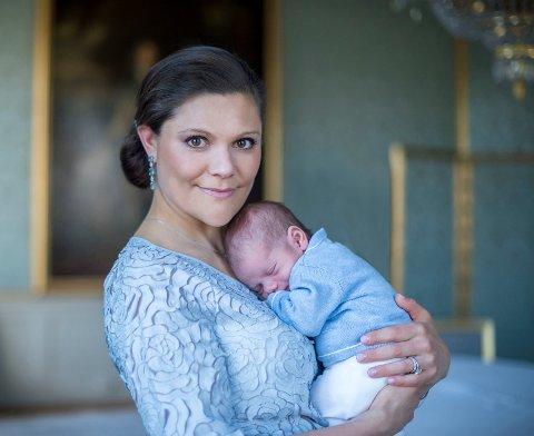 TOBARNSMOR: Kronprinsesse Victoria og sønnen Oscar.